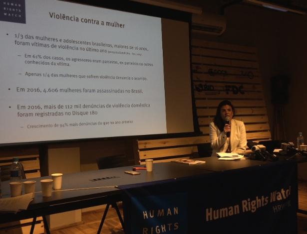 A diretora da Human Rights Watch no Brasil, a advogada Maria Laura Canineu, na apresentação do relatório anual da organização, nesta quinta (18), em SP