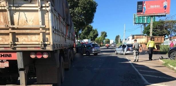 Mulher, grávida de 7 meses, morreu em acidente com caminhão em Goiânia