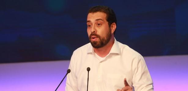 O candidato do PSOL Guilherme Boulos durante debate