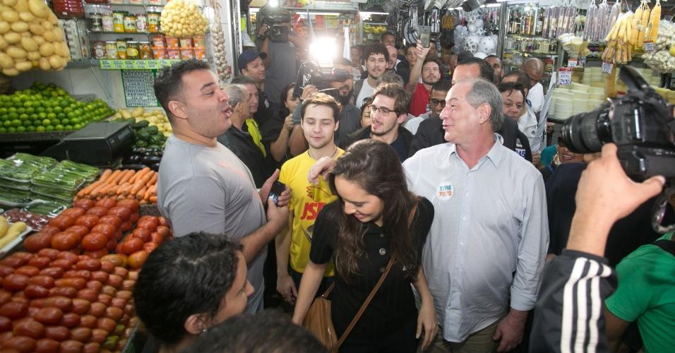 29.ago.2018 - O candidato do PDT à Presidência da República, Ciro Gomes visita o Mercado Central de Belo Horizonte (MG), na manhã desta quarta-feira (29). O candidato estava acompanhado da esposa, Giselle Bezerra