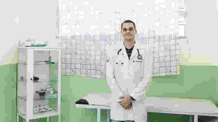 O médico Eduardo Galhardo atua às sextas-feiras na UBS Recando Lagoa Grande, em Embu Guaçu - Rafael Roncato