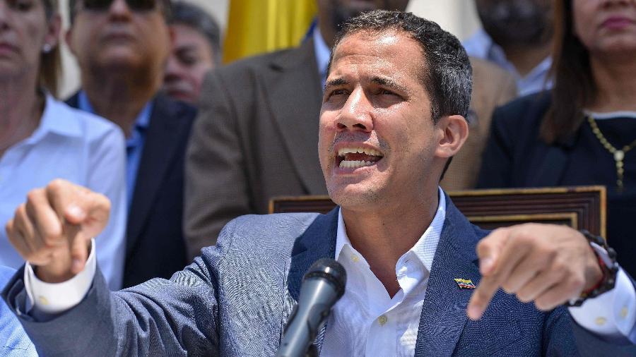 O líder oposicionista Juan Guaidó durante entrevista a jornalistas em Caracas, na Venezuela - Matias Delacroix/AFP
