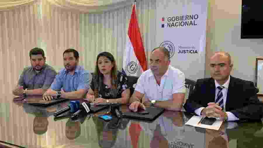 Ministra da Justiça do Paraguai, Cecilia Pérez (ao centro), em coletiva de imprensa após fuga em massa do PCC - Divulgação