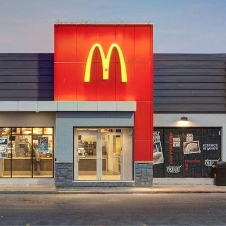 """A rede de fast-food afirma que suas lojas deverão atender aos novos padrões a partir de janeiro de 2022 - Divulgação/McDonald""""s"""