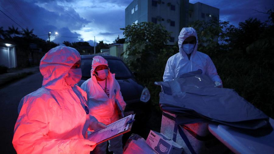 13 jan. 2021 - Médicos atendendo pacientes vitimas da covid-19 em Manaus, no Amazonas - BRUNO KELLY/REUTERS