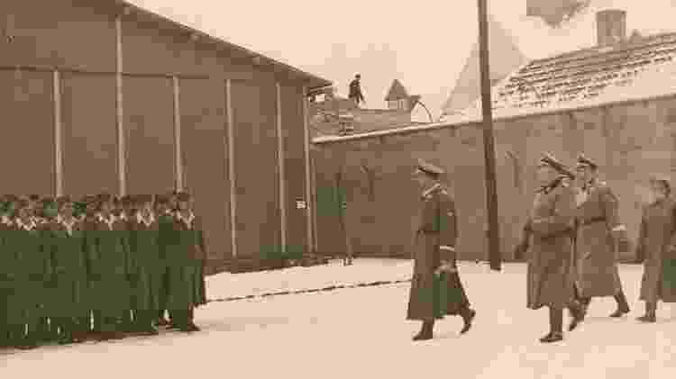 Chefe da SS, Heinrich Himmler, em visita a Ravensbrück (janeiro de 1941) - Gedenkstätte Ravensbrück - Gedenkstätte Ravensbrück