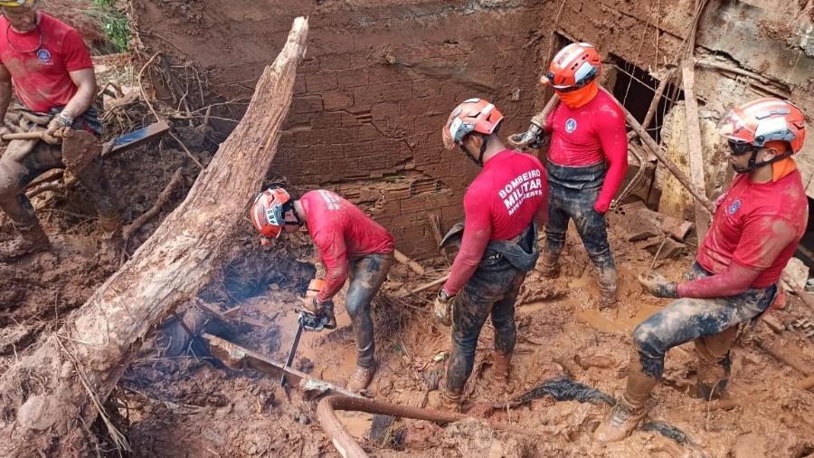 Bombeiros fazem buscas após deslizamentos em Santa Maria de Itabira (MG); cidade foi atingida por fortes chuvas - Divulgação/Corpo de Bombeiros