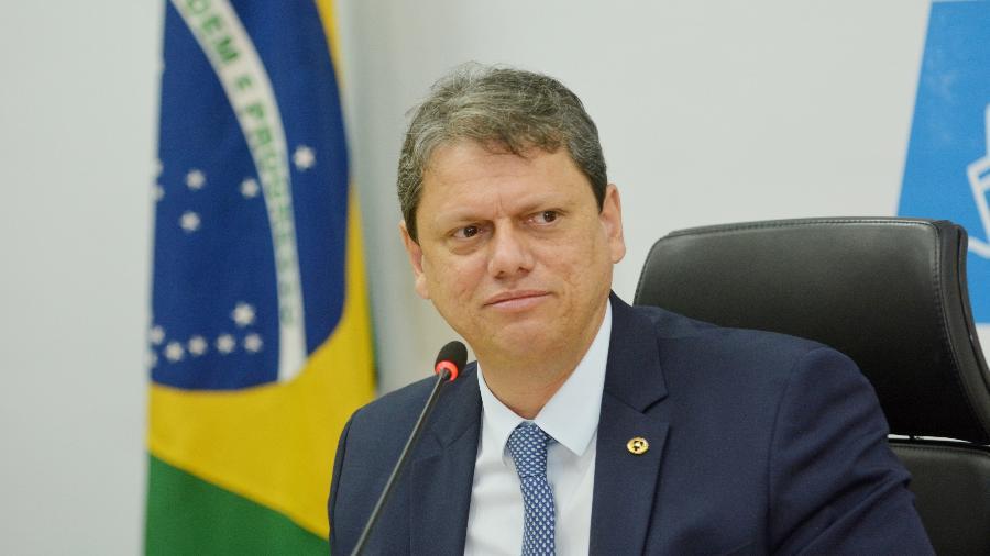 """Ao lado do presidente Jair Bolsonaro, o ministro se referiu a ele como uma """"pessoa corajosa"""" - Divulgação/Ministério da Infraestrutura"""
