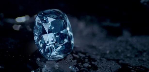 Os diamantes (foto) têm a estrutura normal de cristais, diferente dos cristais do tempo