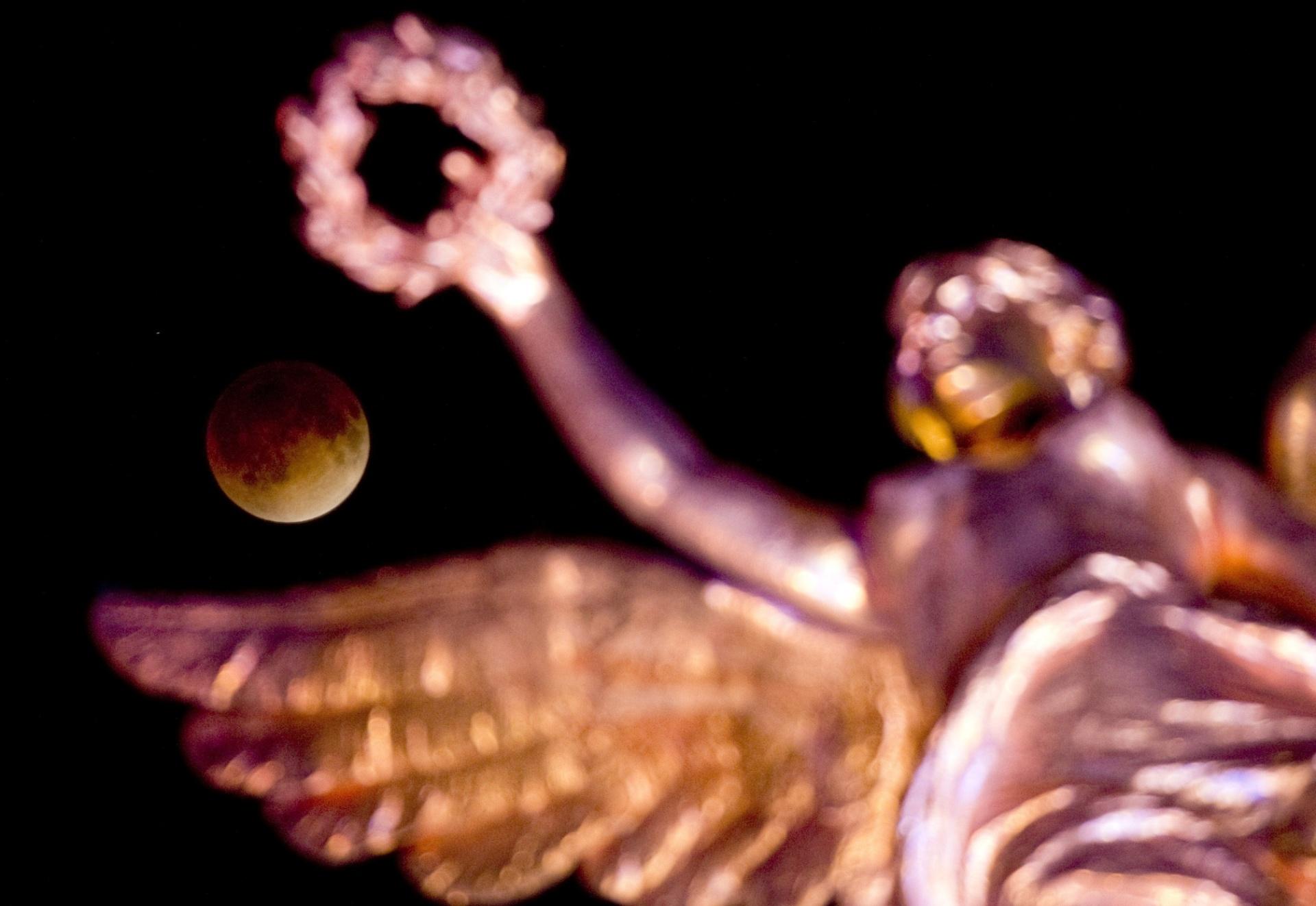 Eclipse de Super Lua acontece no domingo; saiba como fotografar