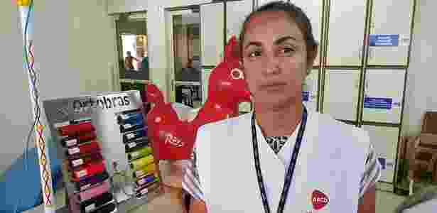 Fisioterapeuta Carolina Albuquerque, que trabalha na AACD estimulando bebês com microcefalia - Beto Macário/UOL - Beto Macário/UOL