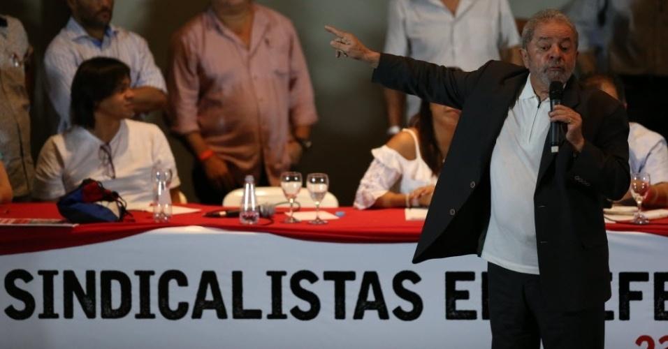 23.mar.2016 - Ex-presidente Luiz Inácio Lula da Silva discursa durante evento com sindicalistas em São Paulo contra o impeachment da presidente Dilma Rousseff