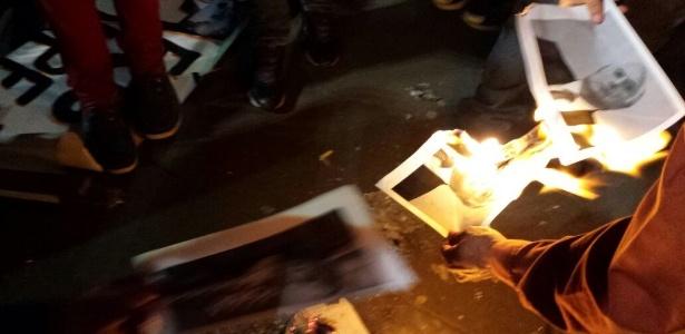 Cartazes com a imagem de Temer foram queimados durante ato na Paulista