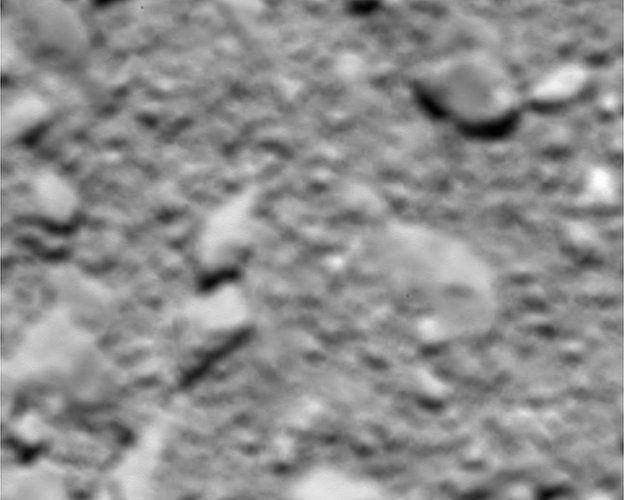 30.set.2016 - Uma das últimas imagens enviadas pela Rosetta, feita a apenas 23 metros da superfície do 67P