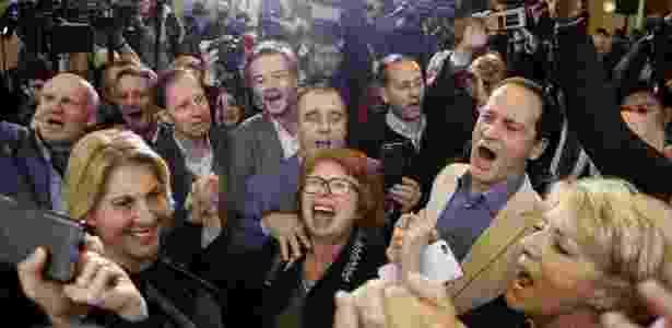 Apoiadores de François Fillon comemoram sua vitória nas primárias da direita em Paris, na França - Thomas Samson/AFP