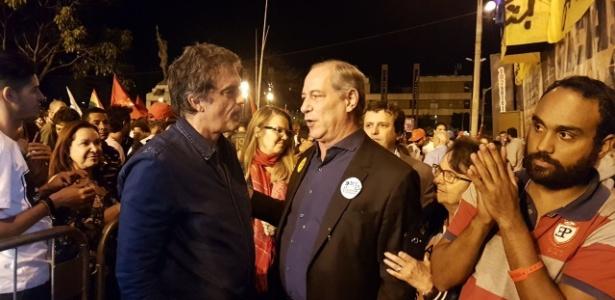 16.jun.2017 - Ex-ministros José Eduardo Cardozo (e) e Ciro Gomes participam de ato pelas Diretas em Belo Horizonte