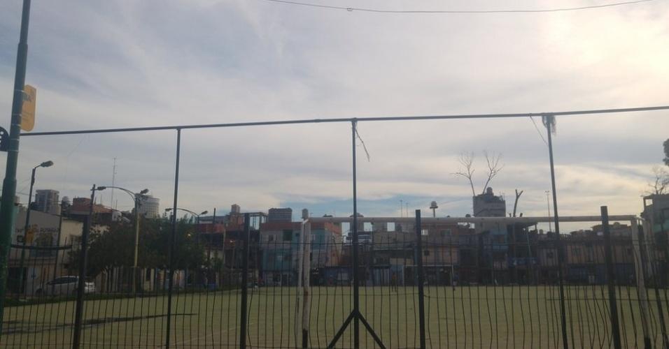 Campo de futebol construído na Villa 31: favela passa por processo de urbanização