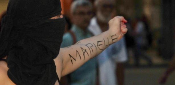 20.mar.2018 - Com nome de Marielle no braço, manifestante participa de ato no Rio - Alessandro Buzas/Futura Press/Folhapress