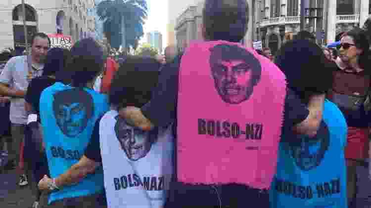 """Ato contra o aniversário do golpe de 64 na Cinelândia critica o presidente: """"Bolsonazi' - Marina Lang/UOL"""