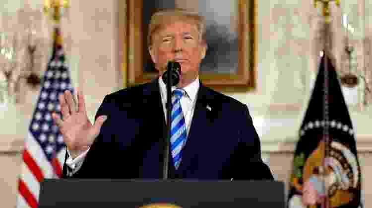 8.mai.2018 - Presidente dos EUA Donald Trump durante anúncio de saída do acordo nuclear com o Irã - Jonathan Ernst/Reuters