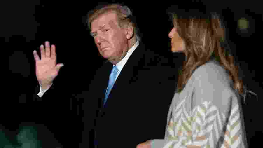 5.jan.2020 - O presidente dos EUA, Donald Trump, junto com a primeira-dama, Melania, em Washington - Saul Loeb/AFP