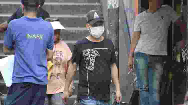 Paulistanos usam máscara na rua 25 de Março, em São Paulo - Willian Moreira/Futura Press/Estadão Conteúdo - Willian Moreira/Futura Press/Estadão Conteúdo