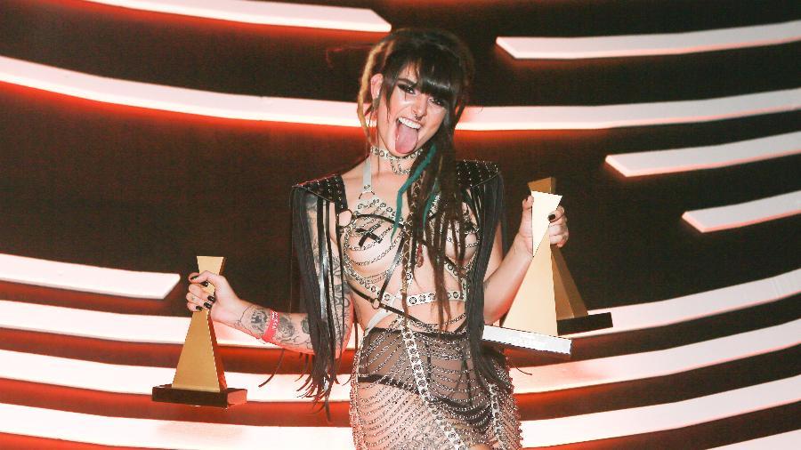 """A atriz com os três troféus que ganhou na premiação do canal Sexy Hot, considerado o """"oscar do pornô"""" no Brasil - Foto: Iwi Onodera/UOL"""