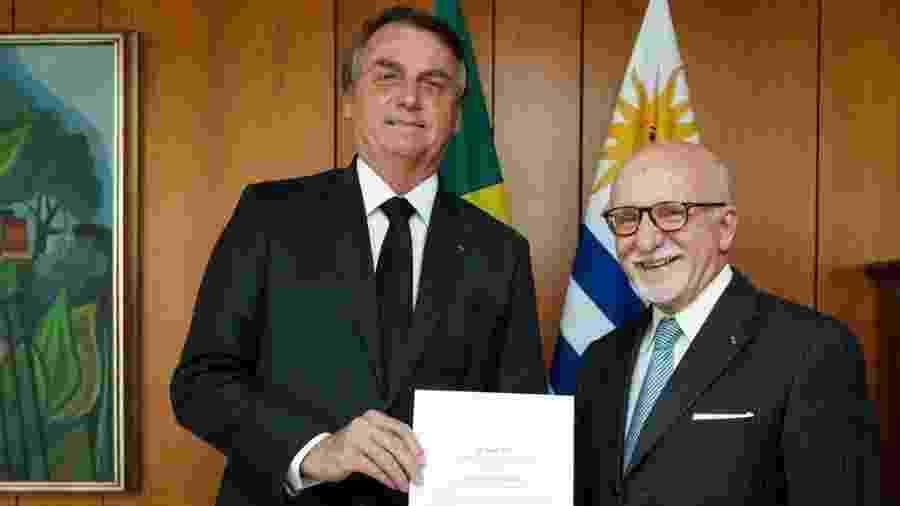 Presidente Jair Bolsonaro e o novo embaixador do Uruguai no Brasil, Guillermo Valles Galmés - Carolina Antunes/PR
