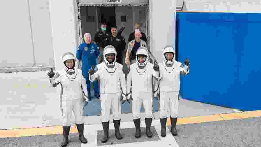 Da esquerda para a direita: os astronautas Shannon Walker, Victor Glover e Michael Hopkins, da Nasa, e Soichi Noguchi, da Agência de Exploração Aeroespacial do Japão - NASA/Joel Kowsky/(NASA/Joel Kowsky)