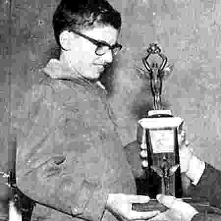 Aumentando a coleção de troféus, em 1965 - Reprodução - Reprodução