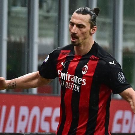 Ibrahimovic diz que sabe jogar futebol, não fazer política -  MIGUEL MEDINA / AFP