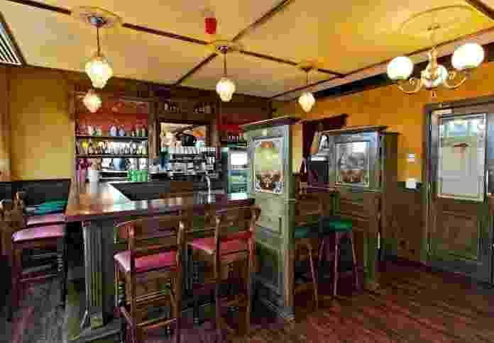 A decoração do escritório do gigante da tecnologia Google em Dublin, na Irlanda, é inspirado na cultura do país. A cozinha, por exemplo, é desenhada no estilo de um tradicional pub irlandês. Clique nas imagens acima para ver mais fotos do local - Divulgação
