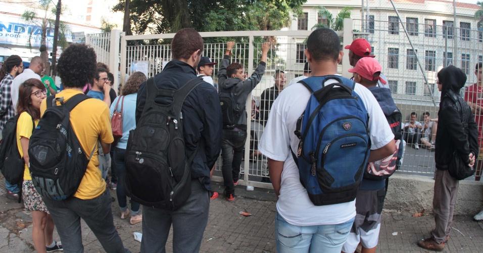 18.nov.2015 - Alunos da E.E Carlos Gomes, em Campinas, seguem ocupação na escola; eles entraram na última terça (17)