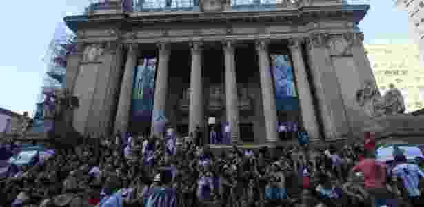 Servidores protestam em frente à Alerj - José Lucena/ Futura Press/ Estadão Conteúdo