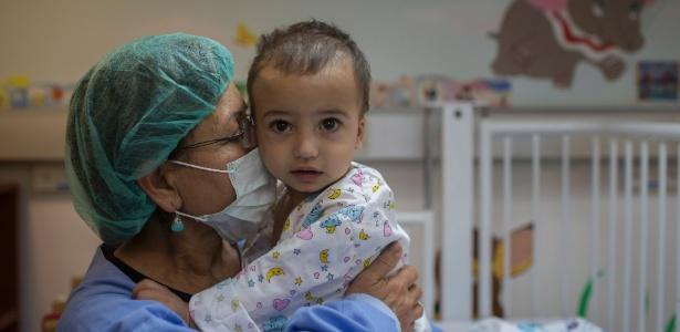 A criança Yehia após passar por cirurgia em Holon, Israel - Uriel Sinai/The New York Times