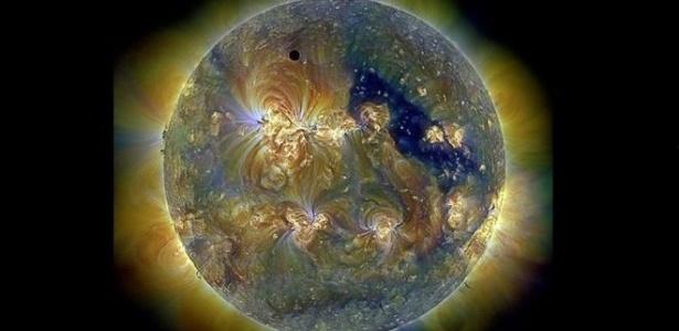 O Observatório de Dinâmica Solar da Nasa faz imagens como esta - com luz ultravioleta - em que a nossa estrela mais próxima parece uma joia.