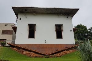 Casa 'invertida' é atração em Minas Gerais (Foto: Rayder Bragon/UOL)