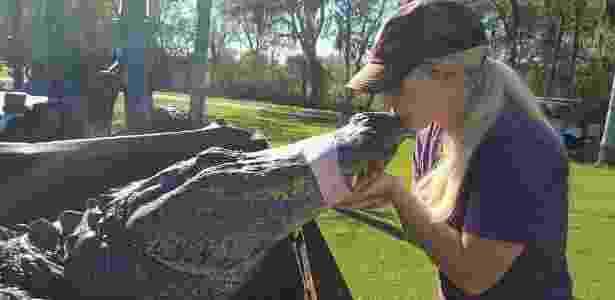 Christy Kroboth até beija animais capturados - Christy Kroboth - Christy Kroboth