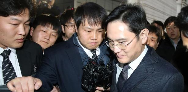 Lee Jae-yong, herdeiro da Samsung, foi preso por suspeita de corrupção