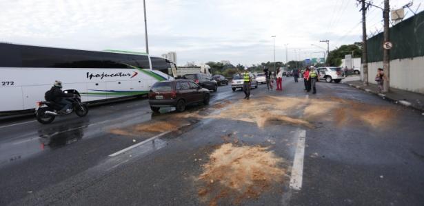 Manifestação complica o trânsito na marginal Tietê