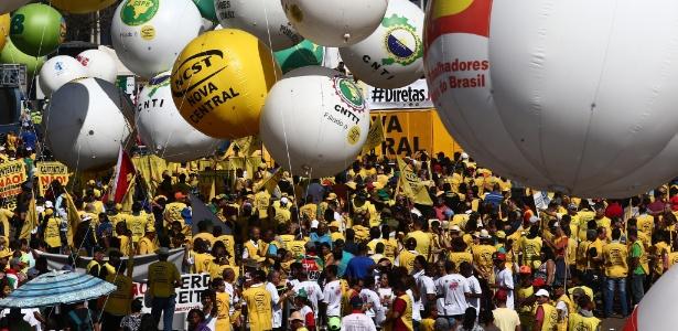 A CUT (Central Única dos Trabalhadores), a Força Sindical e outros sindicatos de várias partes do Brasil organizam, nesta quarta-feira (24) a Marcha das Centrais Sindicais a Brasília