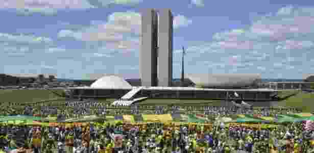 Manifestação em frente ao Congresso Nacional, exigindo medidas anticorrupção e o fim do foro privilegiado para políticos - Antônio Cruz/Agência Brasil