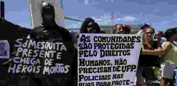 Manifestante segura cartaz no Rio - José Lucena/Futura Press/Estadão Conteúdo - José Lucena/Futura Press/Estadão Conteúdo