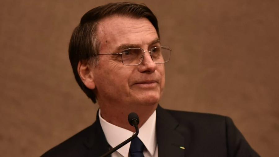 10.dez.2018 - Bolsonaro usa terno com detalhe verde-amarelo em sua diplomação - Rafael Carvalho/Divulgação