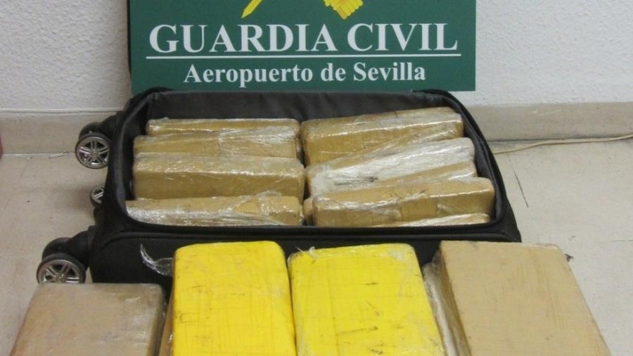 Os tabletes de cocaína encontrados com militar brasileiro na Espanha - Divulgação/Guarda Civil da Espanha