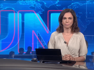 A âncora Ana Paula Araújo, que apresentou o Jornal Nacional na última sexta-feira (8) - Reprodução/TV Globo