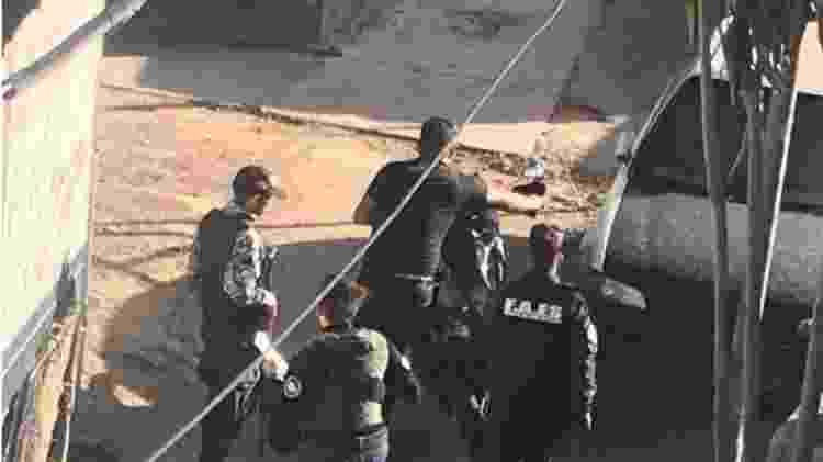 Vizinhos de María, que denuncia a execução de seu filho por agentes da Faes, registraram quando os policiais levaram uma moto do local - Getty Images/BBC