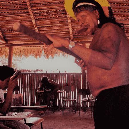 Raoni dá aula em curso de formação de professores indígenas na aldeia Piaraçu, em 2013 - Maria Elisa Leite / acervo pessoal - Maria Elisa Leite / acervo pessoal