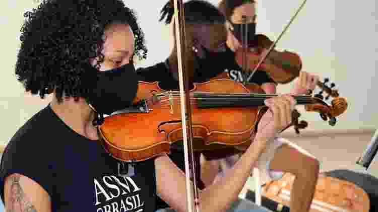Samuel é um dos destaques em orquestra de jovens no Rio de Janeiro - Alanna Dahan - Alanna Dahan