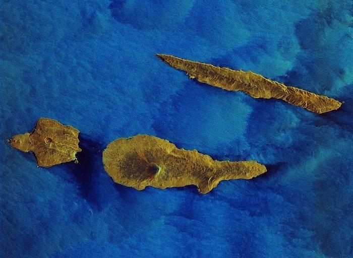 9.out.2015 - A ilha dos Açores foi fotografada do espaço pelo satélite da ESA (Agência espacial europeia) Sentinel-1A. A ilha tem 55 quilômetros de comprimento e lá vivem cerca de 15 mil pessoas. O satélite da ESA está em órbita desde abril de 2014 para monitorar o ambiente marinho e mapear a superfície da Terra, entre outras aplicações